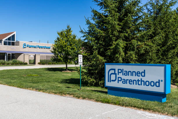 Indianapolis - Circa July 2017: Planned Parenthood Location. Planned Parenthood Provides Reproductive Health Services in the US VIII Indianapolis - Circa July 2017: Planned Parenthood Location. Planned Parenthood Provides Reproductive Health Services in the US VIII planned parenthood federation of america stock pictures, royalty-free photos & images