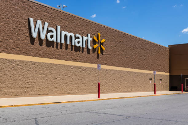 indianapolis - circa may 2017: walmart retail location. walmart is an american multinational retail corporation xii - walmart стоковые фото и изображения