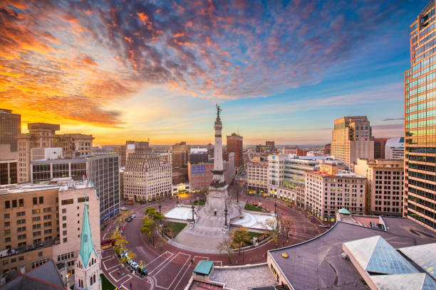 Indianapolis, Indiana, USA Skyline Indianapolis, Indiana, USA skyline over Soliders' and Sailors' Monument at dusk. monument stock pictures, royalty-free photos & images