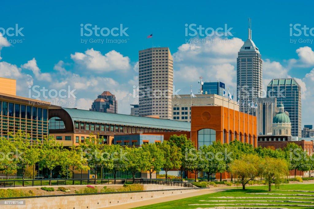 Skyline von Indianapolis und White River State Park, Indiana (P) – Foto