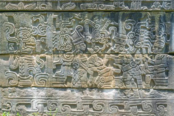 """Indigenous codex at El Tajín Archaeological Site, Veracruz, Mexico El Tajín es Patrimonio Cultural de la Humanidad por ser un excepcional testimonio de las culturas prehispánicas y un ejemplo sobresaliente de su arquitectura.  Ubicado en el pequeño valle de confluencia de los ríos Cazones y Tecolutla (Veracrúz, México), se cree que El Tajín fue la capital del Totonacapan, el gran imperio totonaco; de ahí la grandiosidad de sus edificios y traza urbana. Se cree que Tajín es el nombre de un dios totonaco y significa """"ciudad del trueno"""". el tajin stock pictures, royalty-free photos & images"""