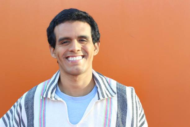 Retrato sul-americano indígena do homem - foto de acervo