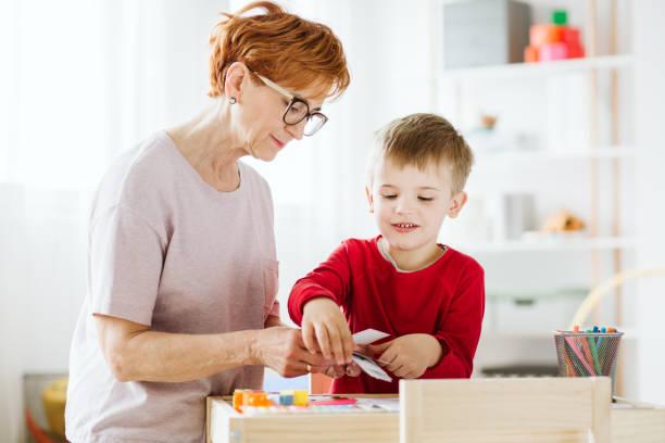 individuelle klassen - autismus stock-fotos und bilder