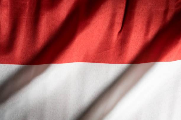 bandeira nacional de indonésia, fundo e conceito. - bandeira da indonesia - fotografias e filmes do acervo