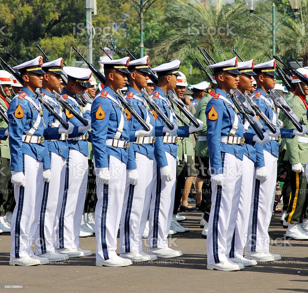 Indonesian Military Army Cadets Marching with Rifle Стоковые фото Стоковая фотография