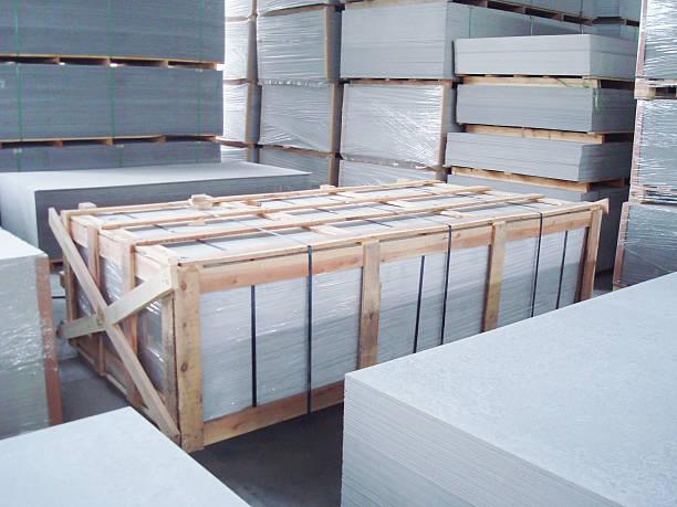 Intérieur de l'entrepôt de l'usine de ciment de fibre de stockage - Photo