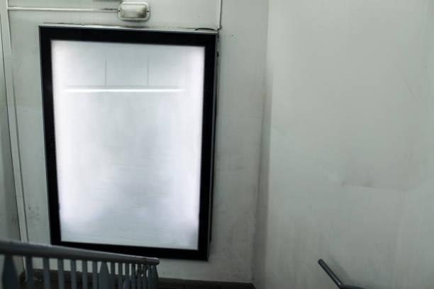 indoor lightbox mockup - filmplakate stock-fotos und bilder