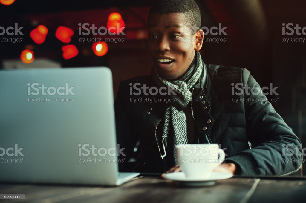 Indoor portrait of young black man sitting in cafe, drinking – Foto