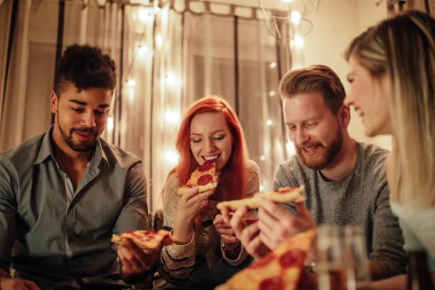 Entregue-se ao luxo do delicioso pizza - foto de acervo