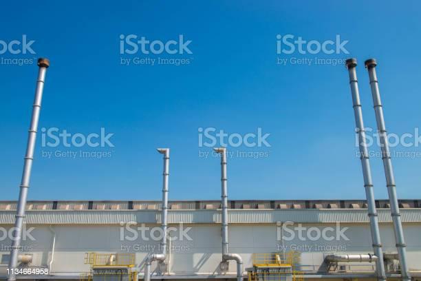 Sistema de filtración y ventilación de aire industrial - Foto de stock de Aparato de aire acondicionado libre de derechos