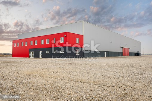 istock Industrial and commercial hall 666129386