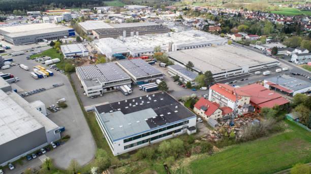 industriezone, industriële district - luchtfoto - industriegebied stockfoto's en -beelden