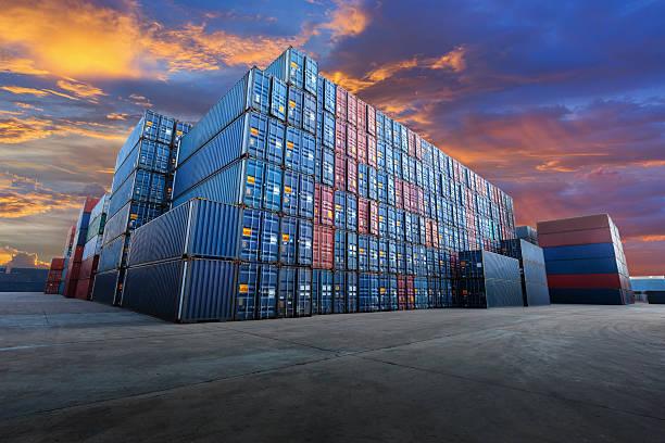 pátio de contêineres industriais para negócios de exportação de importação logística - recipiente - fotografias e filmes do acervo