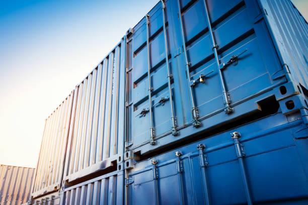 pátio de contêineres industrial para empresas de logística de importação exportação - recipiente - fotografias e filmes do acervo