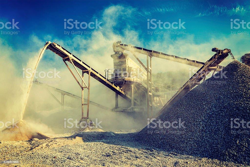Industrial crusher-rock stone eigenen Wüstenjeep – Foto