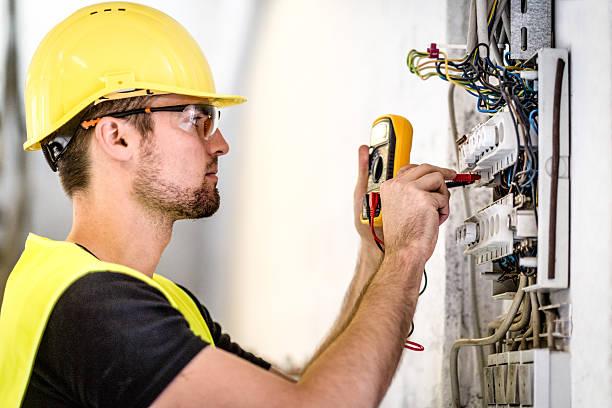 przemysłowe panelu elektryczny naprawy - przewód składnik elektryczny zdjęcia i obrazy z banku zdjęć