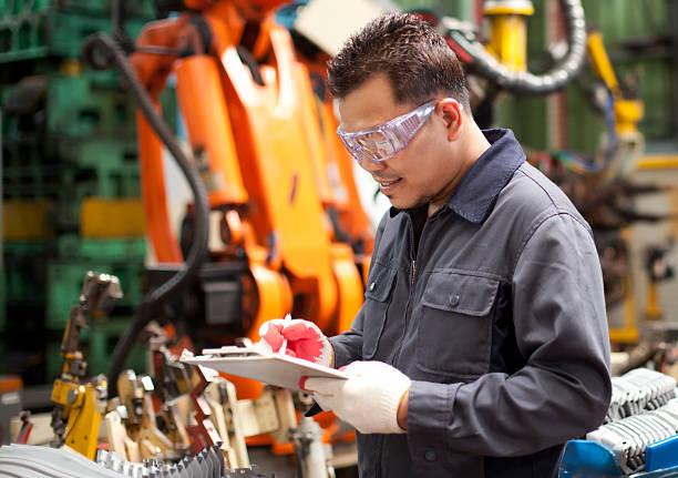 Industrietechnik in Fabrik – Foto