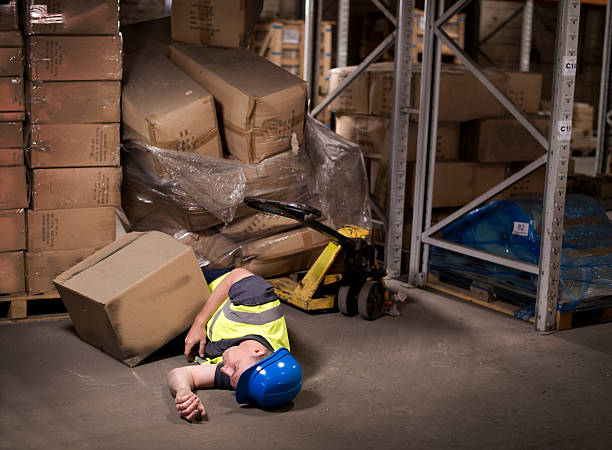 industrial injury warehouse worker tries to move poorly stacked pallet pallet jack stock pictures, royalty-free photos & images