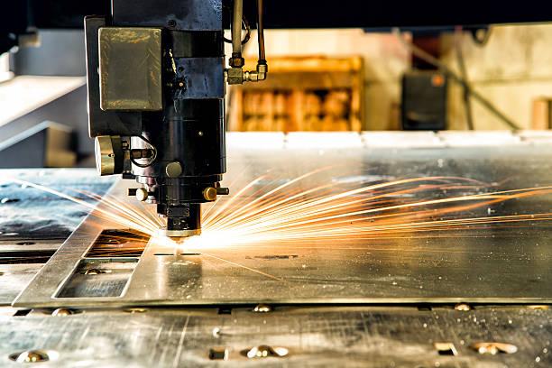 moderne industrielle laser cnc machine - blech stock-fotos und bilder