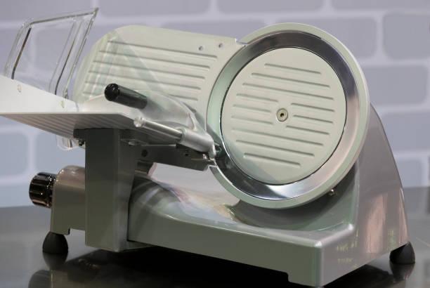 industriële machine voor vlees snijden - kabelspek stockfoto's en -beelden