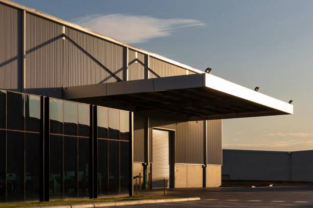 industrial office & warehouse architecture bathed in afternoon light - magazyn budynek przemysłowy zdjęcia i obrazy z banku zdjęć