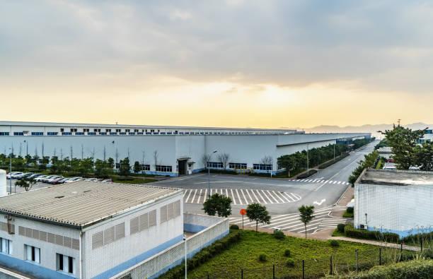 bedrijventerreinen en fabrieken in chongqing, china - industriegebied stockfoto's en -beelden