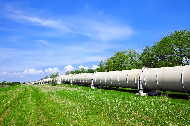Tubo industriale con gas e petrolio - foto stock