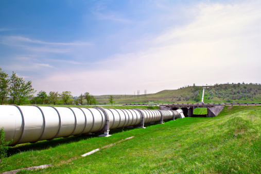 istock Industrial pipe with gas and oil 178280934