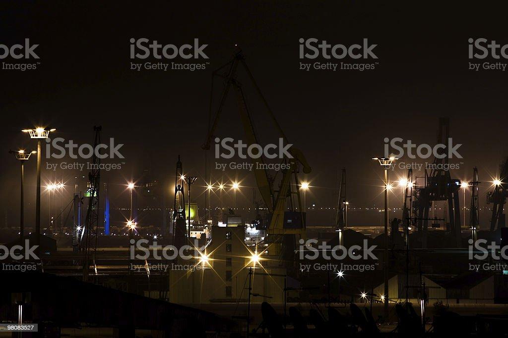 Porto industriale di notte foto stock royalty-free