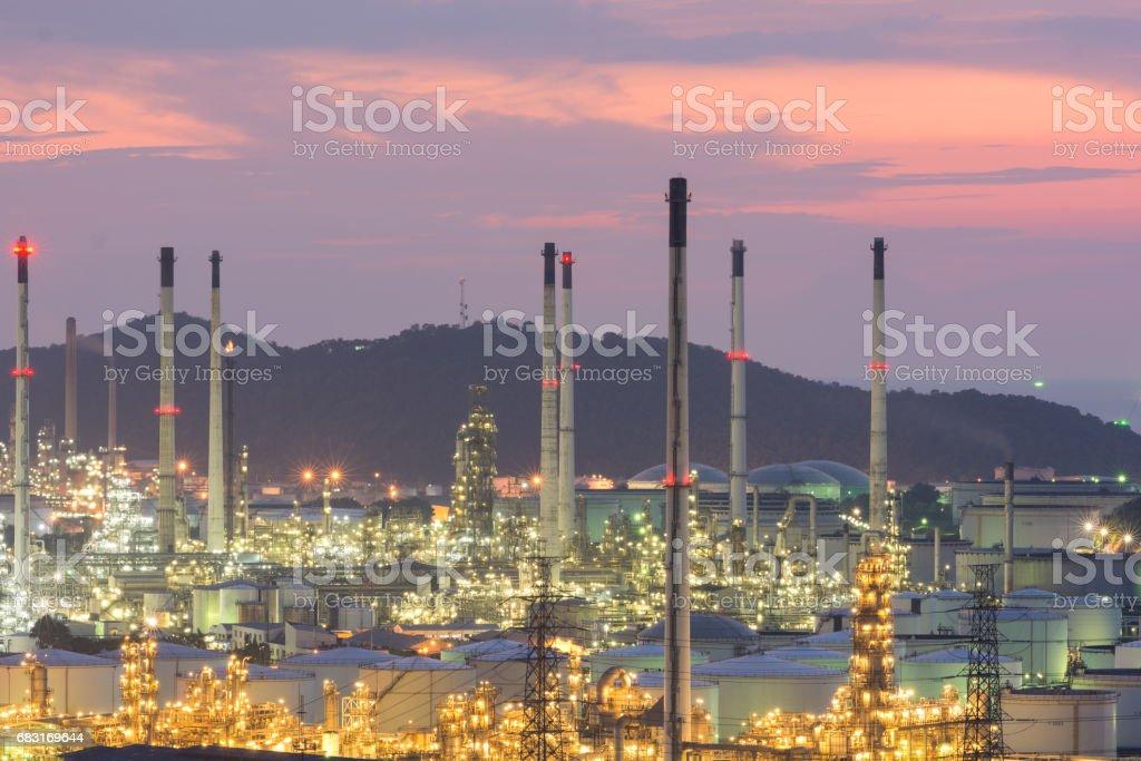 산업 발전소 기름 역 밤 royalty-free 스톡 사진