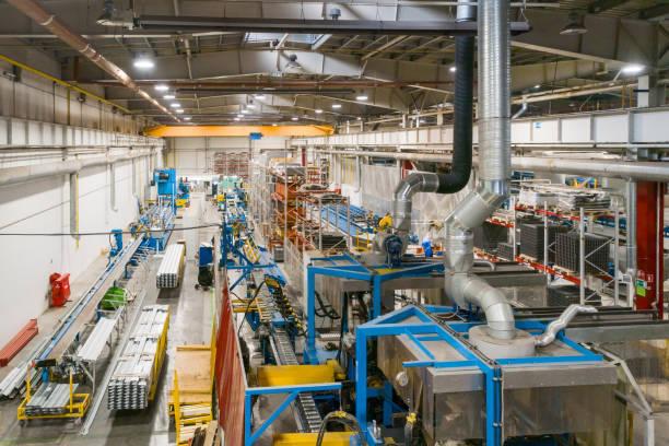 Industrielle Produktion. Shop für die Herstellung von Metallprofilen. – Foto