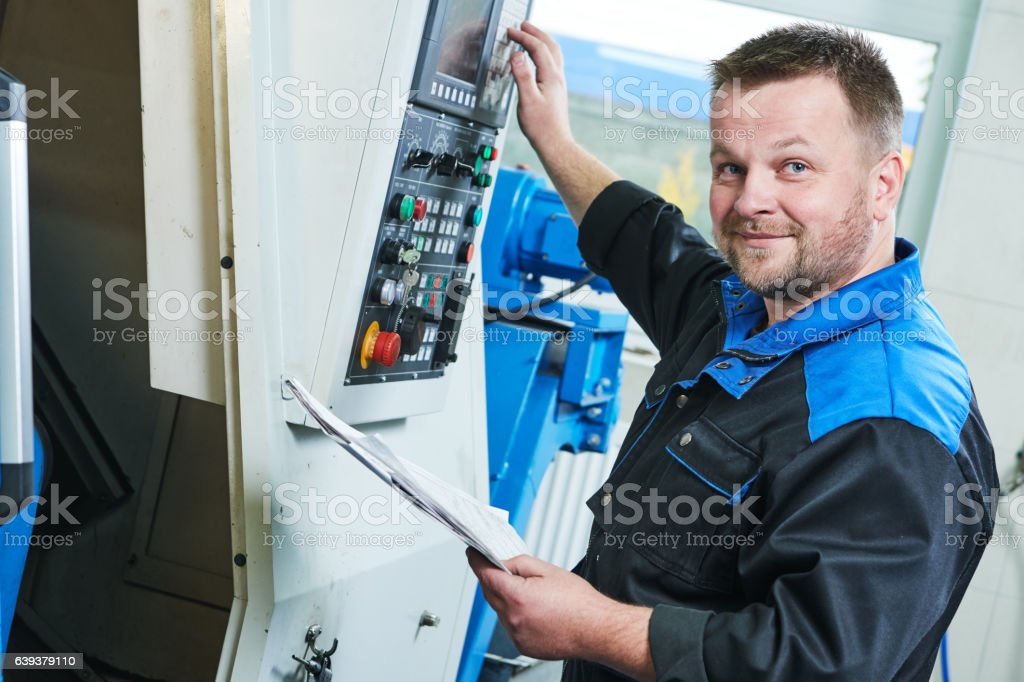 industrial worker operating cnc turning machine in metal machining industry – Foto