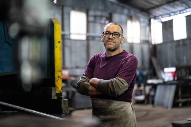 industrial worker portrait - pensionati lavoratori foto e immagini stock