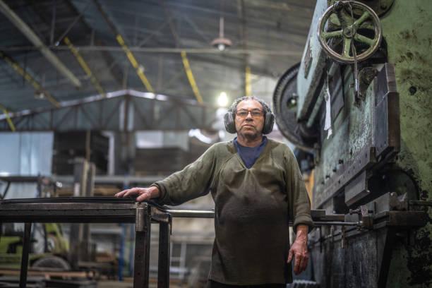 Retrato de trabajador industrial - foto de stock