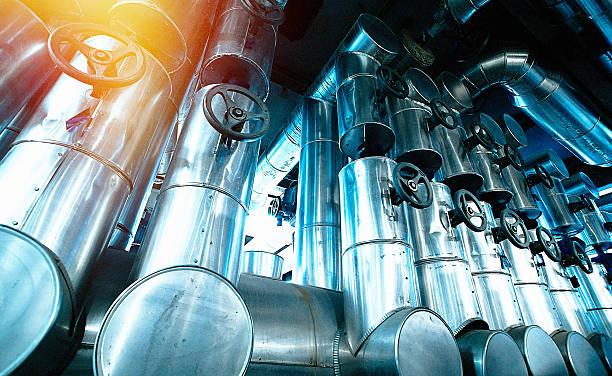 Zona Industrial, redes de acero y cables en tonos azul  - foto de stock
