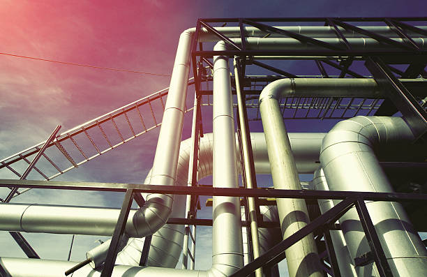 Industrial zone, Stahl pipelines und Ventile gegen blauen Himmel  – Foto
