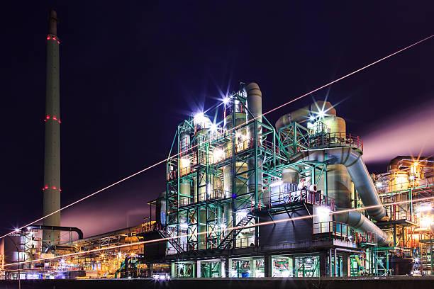 Industrie in der Dämmerung – Foto