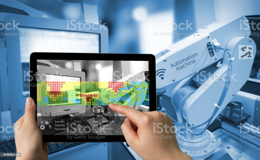 Industry 4.0 concept .Man hand holding tablet with Augmented reality screen software and blue tone of automate wireless Robot arm in smart factory background – Foto