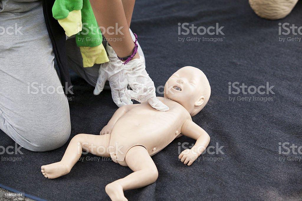 Mannequin de bébé massage cardiaque - Photo