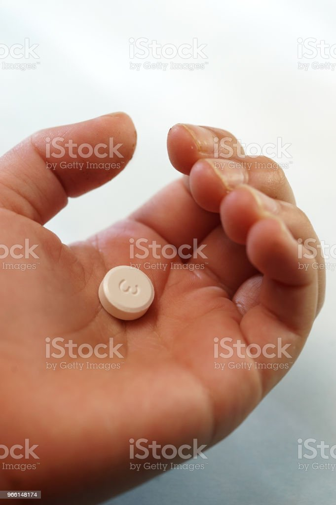 Säugling Hand mit Medikamenten - Lizenzfrei Antioxidationsmittel Stock-Foto