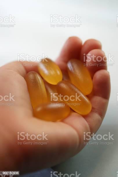 Infant Hand Med Medicinering-foton och fler bilder på Antioxidant