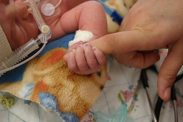 enfant à l'hôpital - mort description physique photos et images de collection