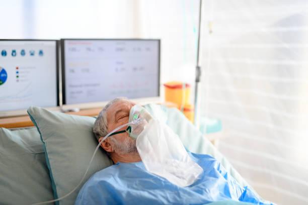 Infizierter Patient in Quarantäne liegend im Krankenhaus, Coronavirus-Konzept. – Foto