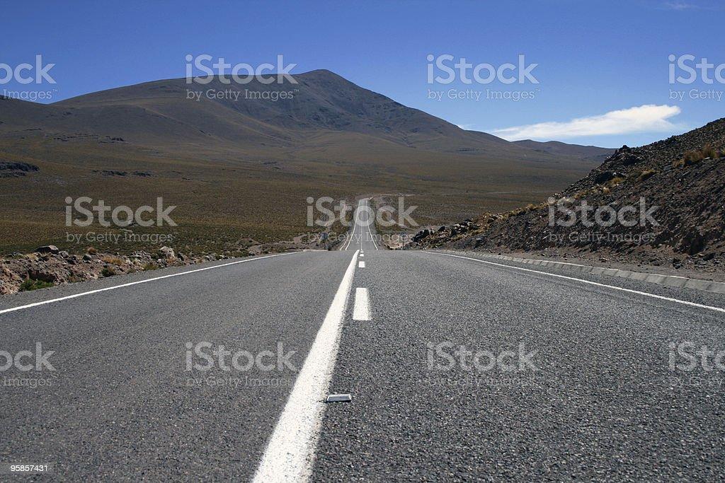 Unendliche Straße in der Wüste – Foto