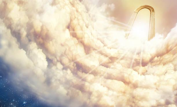 endlosen himmel über den wolken - engelportal stock-fotos und bilder