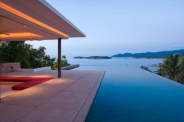 infinity-pool - ferienhaus thailand stock-fotos und bilder
