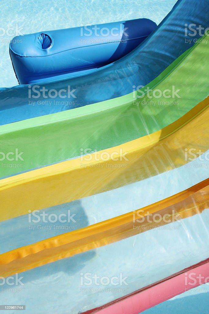 Silla inflable en primer plano de la piscina - foto de stock