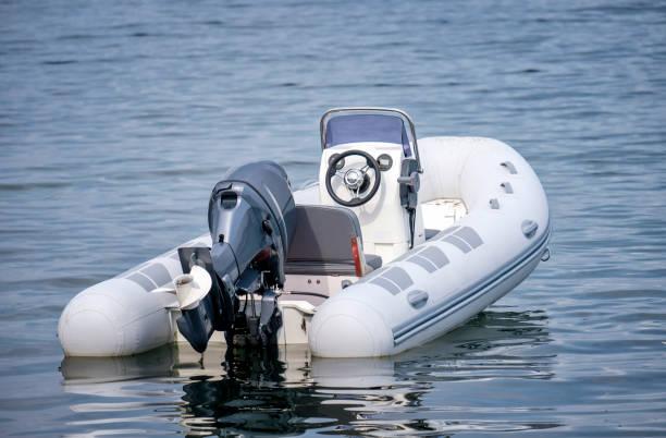 uppblåsbar vit motor båt - livbåt bildbanksfoton och bilder