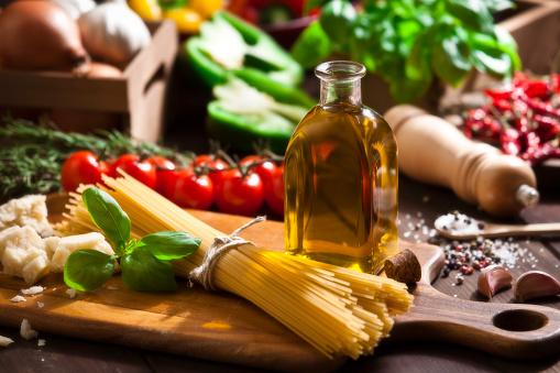 Ingredient For Cooking Italian Spaguetti Stok Fotoğraflar & Ahşap'nin Daha Fazla Resimleri