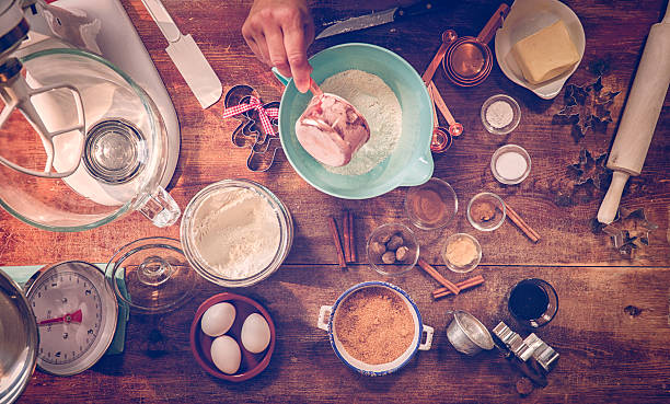 ingredients and baking utensils for baking christmas cookies - een taart bakken stockfoto's en -beelden